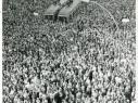 16-08-61-proteste-rathaus-schoe