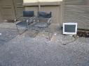 Zwei Stühle und ein Monitor (Gabriele Kantel)