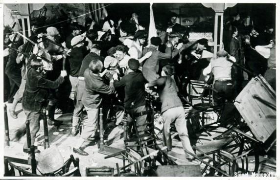 Nachgestellte Saalschlacht aus einem zeitgenössischen Film um 1930, Bild: Museum Neukölln
