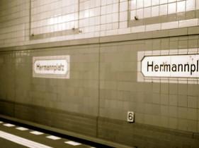 Die Bahnhöfe der U8 sind beliebte Umschlagplätze des braunen Pulvers. Foto: Gina Reimann