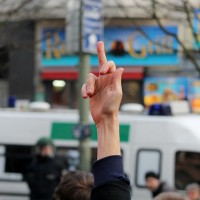 Kein BVV-Rücktritt: #Bombergate mündet in Anti-Nazi-Protest