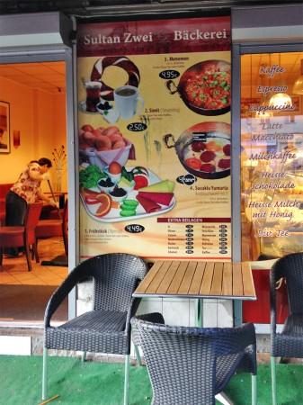 Hauptsache billig: In der Bäckerei Café Sultan Zwei kann geldfbeutelschonend gefrühstückt werden.