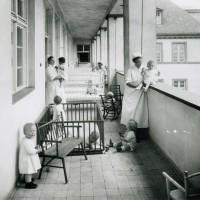 Hebammen bei der Kinderbetreuung am Mariendorfer Weg
