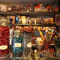 Kackhaufenimitate, Knoblauchbonbons, Knalleinlagen