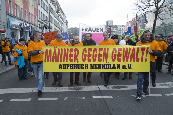 Auch Bundestagsabgeordneter Fritz Felgentreu (SPD) und Burkard Dregger (CDU) Kazim Erdogans Demozug angeschlossen.
