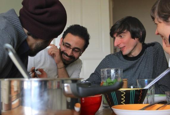 Einen Abend lang gemeinsam essen und sich ungezwungen kennenlernen: Das ist die Idee der Welcome Dinner. (BIld: Alexa Stümpke)