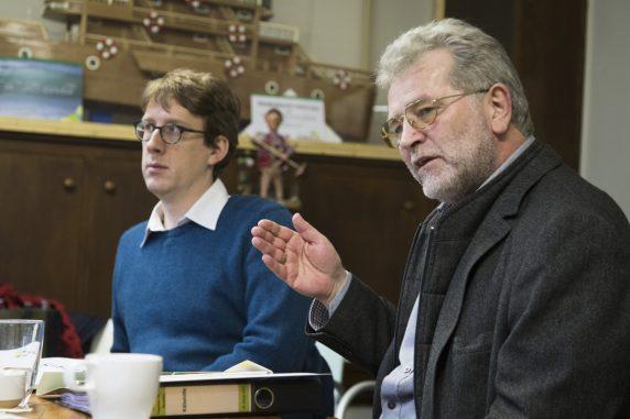 Bezirksstadtrat für Stadtentwicklung, Soziales und Bürgerdienste Jochen Biedermann (links) und Geschaeftsführer der Kubus GmbH Siegfried Klaßen (rechts).