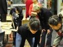 Kids bauen eine Bibliothek (Foto: Emrullah Gümüşsoy)