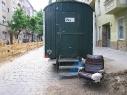 Wohnsitz Neukölln (mit Bauwagen) (Gabriele Kantel)