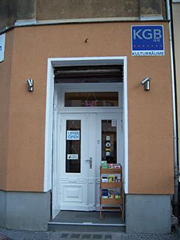 """Eingang zur Souvenirmanufaktur """"Ahoj"""""""