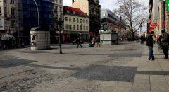 Platz der Stadt Hof heute: City-Toilette und Asia-Snack als Hauptattraktionen