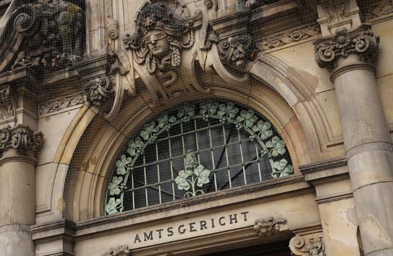 Eingang Amtsgericht von außen