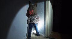 Darkroom of Childhood: Hinter dir steht der Hasenmann