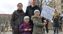 Familie Hettlage protestiert für den Erhalt des Kiehlstegs (Foto: Anne Stephanie Wildermann).