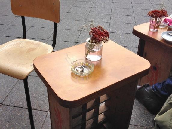 Hipsteresk einen Macchiato schlürfen kann man im Café Espera.