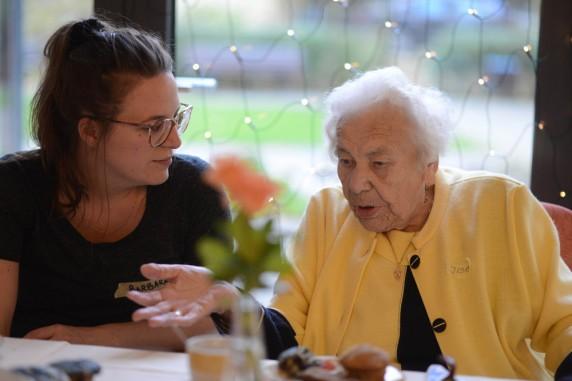 Tante Inge / Auf halber Treppe / Nachbarschaftliches Engagement
