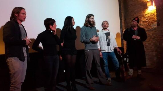 Regisseur Arsenny Rapoport (Mitte) bei der Filmpremiere im Il Kino am 7. Januar 2016 (Foto: Basis-Film Verleih GmbH)