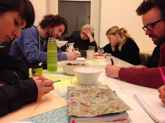 """Beim Workshop """"Kreatives Schreiben"""" entwickeln Teilnehmer eigene Geschichten. (Bild: Janin Halisch)"""