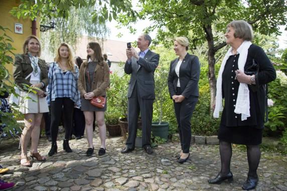 US Botschafter, Familie und Franziska Giffey beim Besuch im Boehmischen Dorf am 16. August 2016.