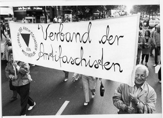 Werner Gutsche auf einer Demonstration am Antikriegstag im Jahr 1987 (Foto: Archiv VVN-BdA)