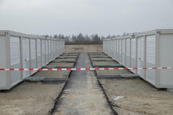 Zwei Containerreihen (Foto: Emmanuele Contini)