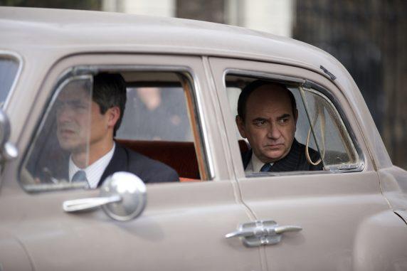 Auf der Flucht: Neruda (Luís Gnecco, hinten) (Foto: Piffl Medien via Arne Höhne PR)