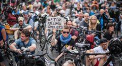 Mahnwache des Volksentscheid Fahrrad und adfc zum Gedenken an den dort getöteten Radfahrer, Hermannstrasse, berlin-Neukölln. 16.6.2017.