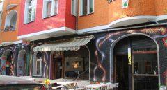 Das Fantasic Foxole Hostel in der Weserstraße heißt jetzt Fantastic Mr Fox. Foto: Iris Gleis