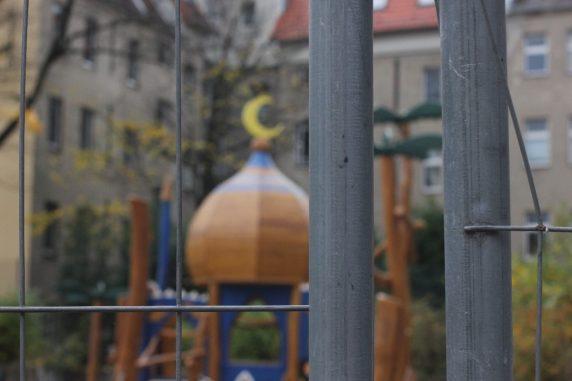 Noch steht der Bauzaun vor dem Ali Baba Spielplatz.