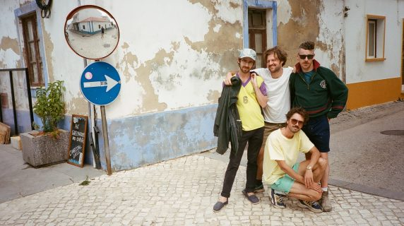 The Hole Boys kollaborieren für den Neuköllner Country Club regelmäßig mit verschiedenen Künstlern der Berliner Musikszene (Foto: The Hole Boys).